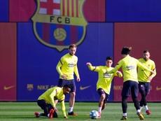 El Barcelona no logra que nadie acepte salir. AFP