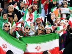Las mujeres pudieron acudir al estadio por primera vez en 40 años. AFP