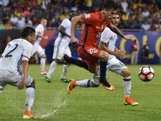 Aránguiz cree que no se debería jugar el partido frente a Perú. AFP