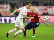 Arsenal y Everton se pelean por un delantero del Fortuna Düsseldorf. AFP