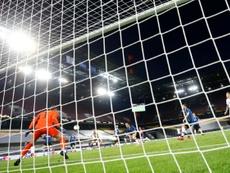 De Jong marcó los dos goles del Sevilla ante el Inter. AFP