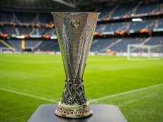 Imagem do troféu da Europa League. AFP