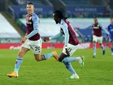 El Aston Villa consuma su inmaculado inicio a costa del Leicester. AFP