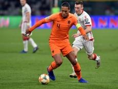 Van Dijk no estará disponible ante Estonia. AFP