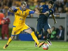 El defensa vio la roja en la final ante Tigres. AFP