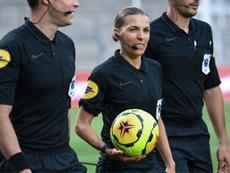 Stéphanie Frappart, première femme à arbitrer en Europa League. AFP