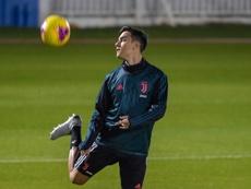 Paulo Dybala superou a doença e voltou a treinar com os colegas. AFP