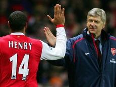 Thierry Henry fue elegido como mejor jugador de la historia de la Premier. AFP