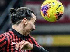 Ibra podría abandonar el Milan en verano. AFP