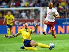 Pontus Jansson (i) podría abandonar el Leeds para recalar en el Brentford. AFP