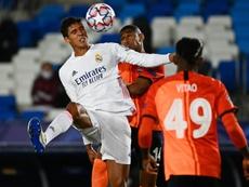 Varane no estuvo acertado ante el Shakhtar. AFP