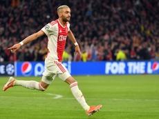 Hakim Ziyech marcou golaço de fora da área pelo Ajax contra o Valencia. AFP
