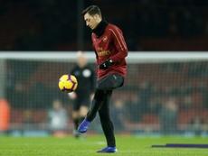 Özil no parece preocupado por quedarse en Londres. AFP/Archivo