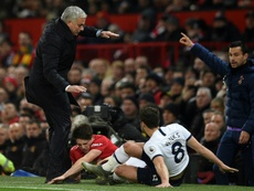 Mourinho sofre sua primeira derrota no comando do Tottenham. AFP