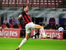 Ibra hizo dos, y regaló el empate a tres a la Roma. AFP