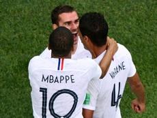 Varane recusou-se a alimentar os rumores sobre Mbappé. AFP
