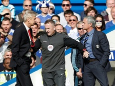 Wenger-Mourinho o la guerra de nunca acabar. AFP