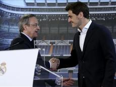 Florentino se deshizo en elogios hacia Iker Casillas. EFE