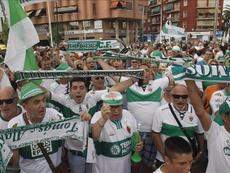 La afición del Elche dará fuerza a su equipo ante el Murcia. EFE