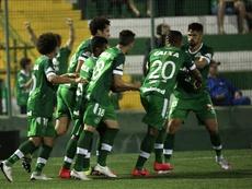 Chapecoense se acercó a la permanencia tras imponerse a Recife. EFE