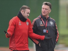 Pour Rooney, remplacer Van Gaal par Mourinho fut une erreur. EFE