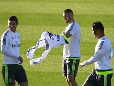 James y Casemiro comparten un entrenamiento con Benzema. EFE
