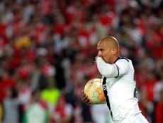 El 'Chupete' Suazo podría volver a jugar en Chile. EFE