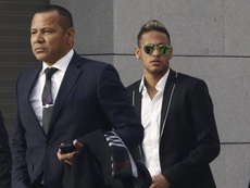 Neymar's father says Neymar could renew his contract. EFE