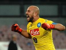Pepe Reina ha 'cantado' en el gol del empate de la Lazio, y su reacción ha sido muy expresiva. EFE