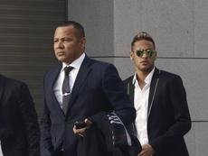 Pai de Neymar também é vítima de cartaz. EFE