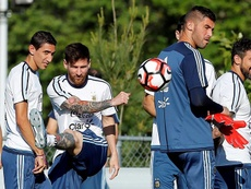 Di María fue cuestionado por Messi y Cristiano. EFE