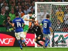Robbie Brady scoring past Buffon and Italy. EFE