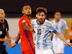 Vidal desvela cómo se para a Messi. EFE