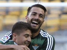 Xavi Torres (d) es uno de los jugadores llamados a declarar por el Levante-Zaragoza. EFE/Archivo