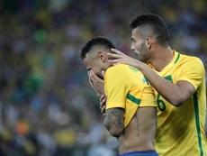 Neymar se está granjeando una fama de hombre de cristal. EFE