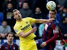 Le milieu d'Eibar, Dani García et l'attaquant du Villarreal, Soldado dans un match de Liga. EFE