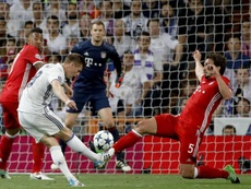 Kroos pictured playing against his former club for Real Madrid. EFE