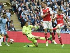 Arsenal voudrait prolonger Holding. efe