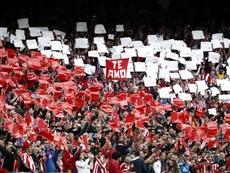 Los asientos del Calderón podrían vestir otro estadio. EFE
