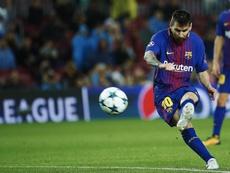 Messi es todo un especialista a balón parado. EFE