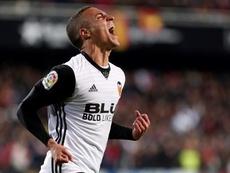 Marcelino se refirió a los rumores que colocan a Rodrigo en el Madrid. EFE