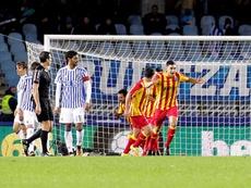 Los jugadores del Lleida celebran uno de los tantos ante la Real Sociedad. EFE