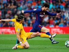 Filipe Luis contó por qué nunca le pidió la camiseta a Leo Messi. EFE