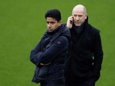 El director deportivo del PSG, Antero Henrique (d) podría estar en problemas. EFE/Archivo