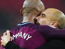 Pep Guardiola tuvo una relación estrecha con Vincent Kompany. EFE