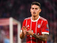 O Bayern quer trocar James por Dybala. EFE