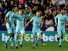 Barcelona's turquoise kit doesn't seem to be working. EFE