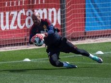 Pepe Reina prefiere seguir en el Milan pese al interés de la Juve. EFE