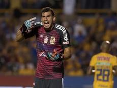 Nahuel Guzmán sueña con jugar con Leo. EFE