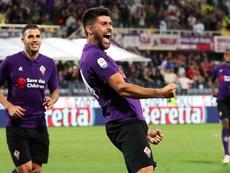 El medio del Fiorentina Marco Benassi (d) celebra su gol al AC Chievo Verona en Florencia, Italia. EFE/EPA